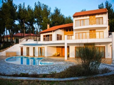 Photo for Super-luxurious villa with a private swimming pool, very close to the beach