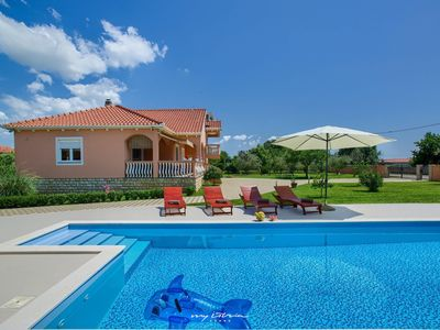 Photo for Lovely Dalmatian Villa with pool and garden
