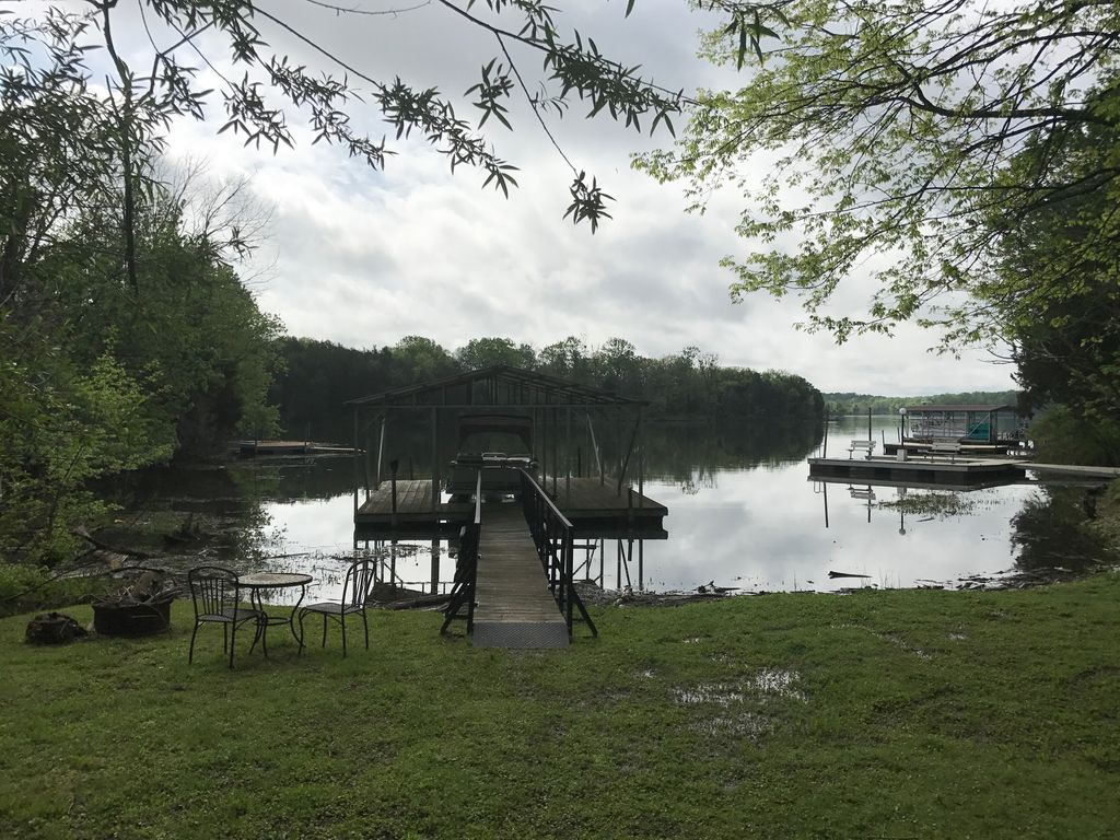 Cozy cabin on old hickory lake gallatin tennessee for Old hickory lake fishing