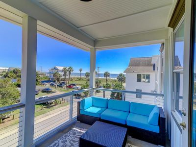Luxurious Ocean View townhouse on Folly! Easy walk to Beach & Downtown area