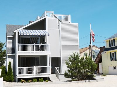 2nd Floor unit - less than a block from the beach in LEHYC area of Beach Haven