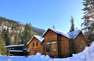Photo for Mountain Gate Lodge, Luxury Vacation Home 2kms from Revelstoke Mountain Resort