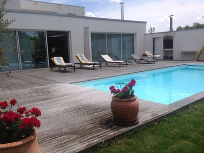 Photo for Contemporary house with pool near Bordeaux