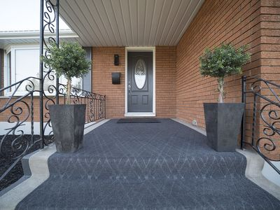 Photo for Gorgeous Brantford home, centrally located