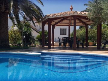 Independent villa, pool, 10x300m yard, beach, Wi-Fi, for disabled people