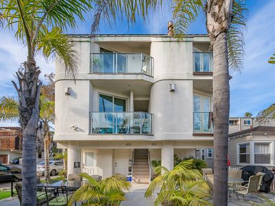 Newly Constructed Luxury Townhome. Steps to the Sand!