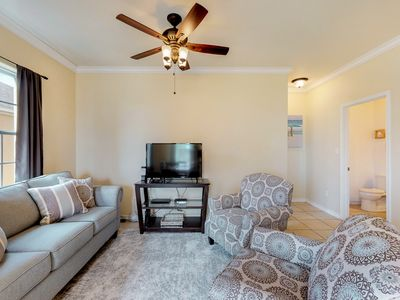 Photo for Lovely condo with shared pool, upgraded appliances - close to Bay and Gulf!