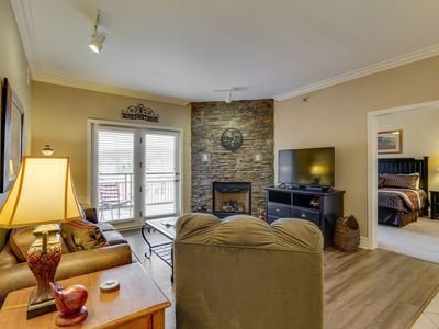 Photo for Delightful downtown condo w/ Jacuzzi tub & shared hot tub/pool/gym!