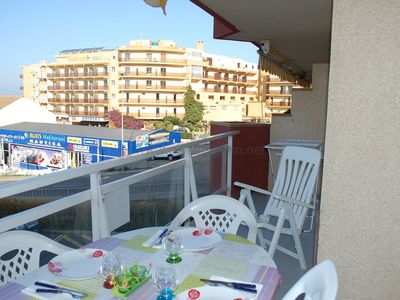 Photo for Well located in front of the fishing port of Roses, very well kept. A 2 steps away from ev