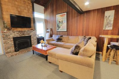 Cozy sectional with pull out sleeper, flat screen tv, new gas fireplace