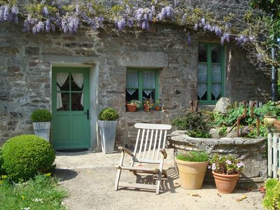 Photo for Pretty cottage in a charming fifteenth century south finistere mansion