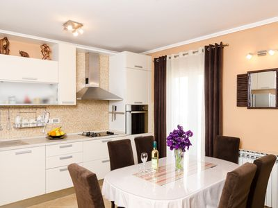 Photo for Deluxe Two Bedroom Apartment with Balcony - 4U