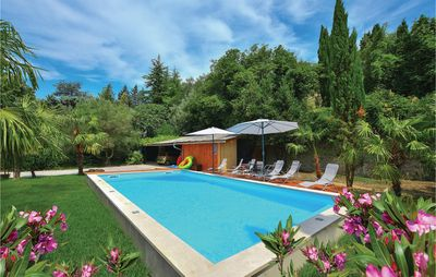 6 bedroom accommodation in Portoroz