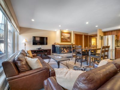 Cozy Ski Condo, one block to Shops, free parking. Pool&Hot Tubs / Discounts!