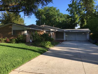 Photo for SFH near the Houston Galleria and Downtown Access, Quaint neighborhood