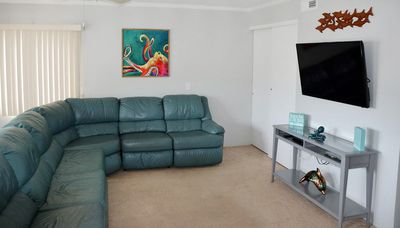 Cute 2 bedroom condo with free WiFi located midtown on the oceanside and less than a block to the beach!