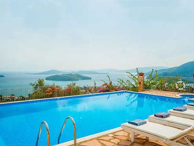 Photo for Charming Villa w/pool, free Wi-Fi, a short drive walk from the beach