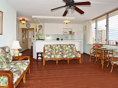 Photo for Deluxe one bedroom with kitchen, washer/dryer, WiFi, one parking