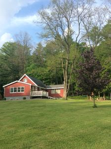 SPACIOUS, COMFORTABLE COUNTRY HOME Private, Quiet. Minutes to Local Attractions!