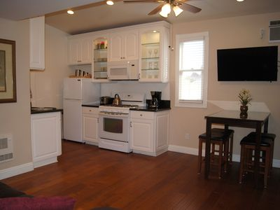 Gorgeous Victorian with BBQ Close to DT, Zoo, Airport
