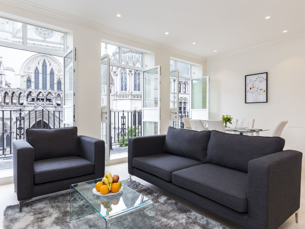 111. STRAND 1: COVENT GARDEN SUITES - FLAT 1 (WITH VIEW AND BALCONY ...