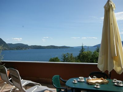 Photo for Two-room apartment with panoramic terrace overlooking the lake