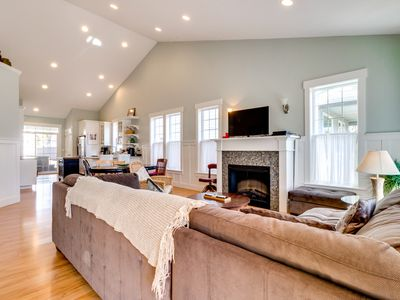 Photo for Modern, lovely dog-friendly home with private hot tub near the bay