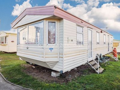 Photo for 8 berth caravan for hire close to beach at Kessingland park Suffolk ref 90044SV