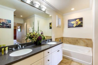 Very large master bath with high quality towels.