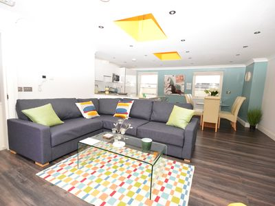 Photo for Spacious 3BR family apartment in Parsons Green
