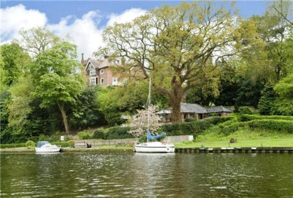 Idyllic Riverside Holiday Cottage Pet Frie Vrbo