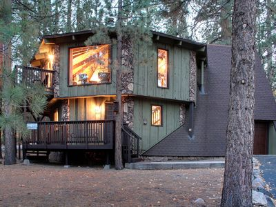 Photo for Stunning Remodeled Chalet * 5 Min To Village & Lake! Super Cozy & Modern
