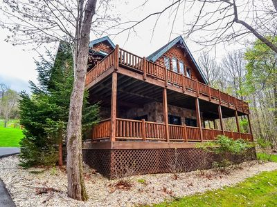 Lake access home with large bedrooms, grill, fire pit, and hot tub!