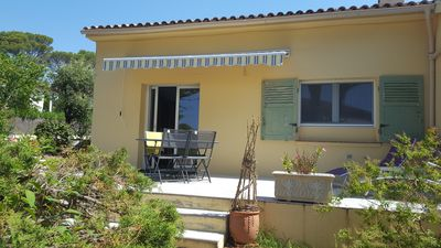 Photo for T2 - 45m ², even foot villa, swimming pool, shaded garden. Overview sea, comfort, calm