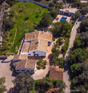 Photo for Authentic quinta with swimming pool on large grounds.