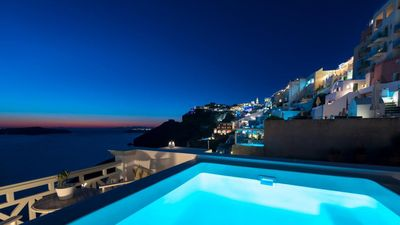 Photo for Standard apartment in Fira with Caldera view and outdoor jacuzzi