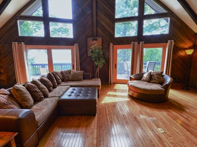 Asheville mountain view home sleeps 12, pool table and hot tub 6 miles downtown