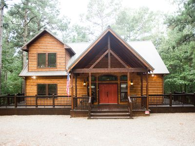 Time Well Spent Cabin! Spacious! Luxurious! 3 BR; 2.5Bath; Hot Tub; Decks!