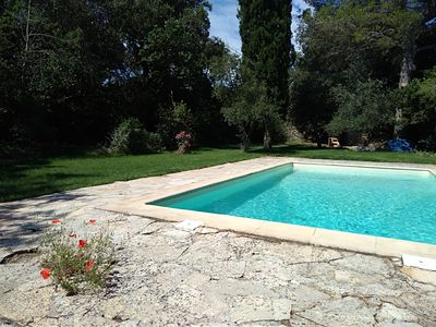 Photo for Beautiful Provençal mazet with swimming pool and large garden