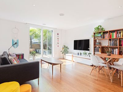 Photo for Modern 2 Bed flat in Shoreditch with Roof Garden