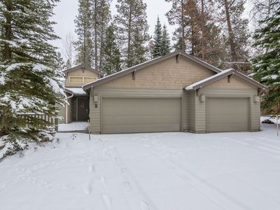Photo for Walk to the Deschutes River, Private Hot Tub, AC, Ping Pong, Foosball