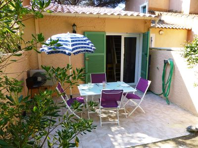 Photo for House with garden, beachfront, direct access to the beach, 2 people