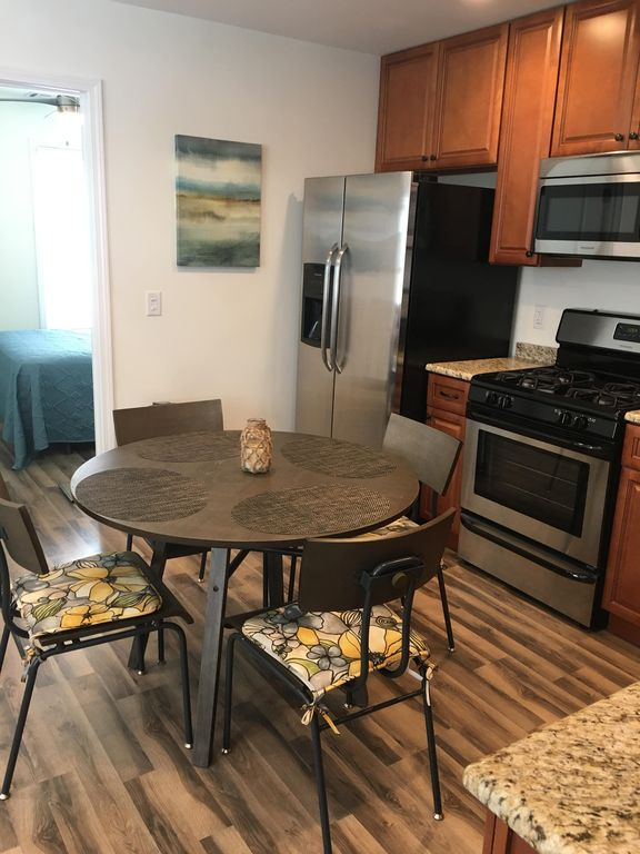 Beautiful Shore VIilla Condo 1 Block To Beach With WiFi And Beach Badges