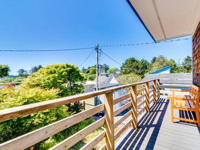 Photo for Charming, modern home w/ full kitchen, close to the beach!