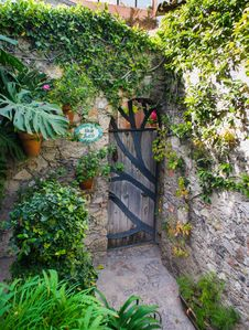 Private gated door to Grillo Uno and Dos