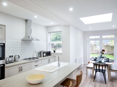 Photo for Harold House - Large, bright, spacious 4 bed house with free superfast wifi in w