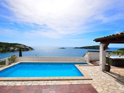 Photo for Extraordinary 4**** villa by the sea, with sea views,pool and hot tub for 8