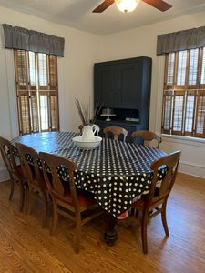 Dining room table with 5 leaves in table. Three more leaves can be added