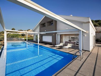Photo for Panorama villa for groups with infinity pool,garden,tennis court, bbq,free wi-fi