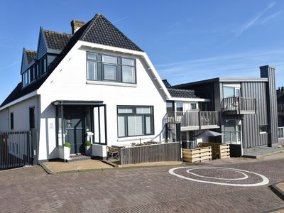 Photo for Holiday home with private parking next to the beach of Bergen aan Zee